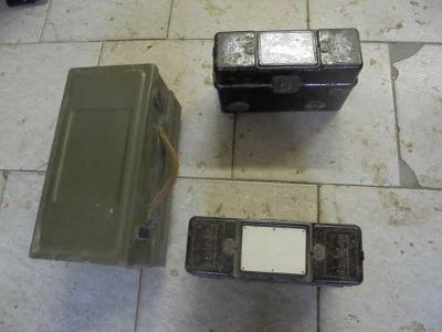Vojenské telefony 2 kusy + stanice