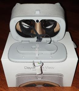 Google Daydream View + ovladač ** Značkový VR headset ** PC: 2600 Kč.