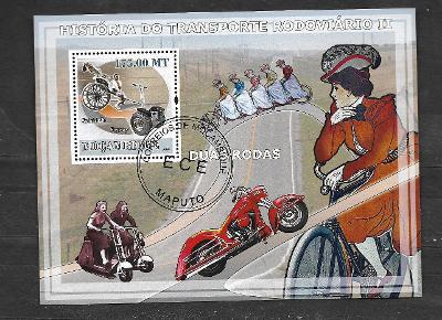 Mosambik 2009 -Doprava II.-Segway, bicykl (secese), pětikolo, motocykl