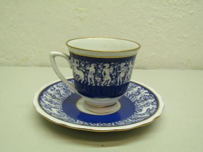Starožitný porcelánový šálek s podšálkem Zn. Czechoslovakia motiv bájí