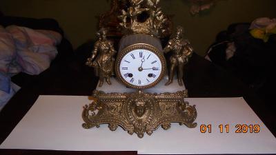 Starožitné krbové figurální hodiny