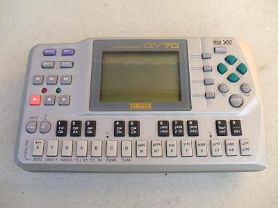 YAMAHA QY 70 - legendární  MIDI sequencer !!!