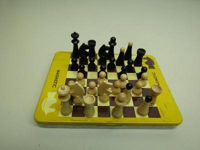 Staré cestovní magnetické šachy Tofa