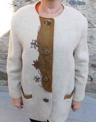 Stylový myslivecký kabátek s krásnými knoflíky a aplikací vel. 44