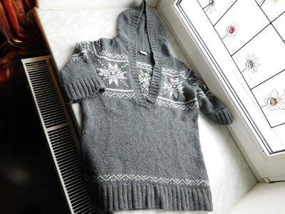 Atraktivní šedivý dámský svetr s krát.rukávy a kapucí, zn. Esprit, L