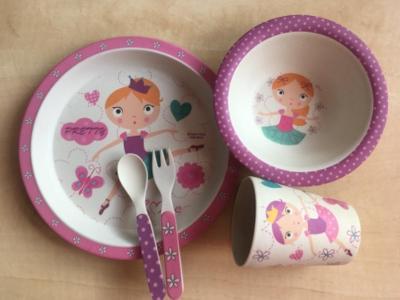 BINO Set talířku, misky, kelímku, lžičky a vidličky růžové, nepoužito