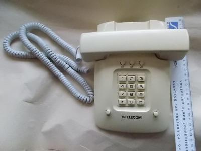 Starý telefonní přístroj Telecom spoje výroba Slovinsko tlačit funkční