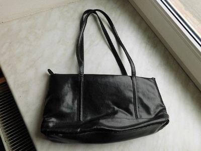 Pěkná černá kabelka zn. TCM