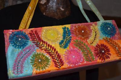 Překrásně vyšívaná kabelka