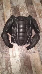 Ochrana těla na motorku.