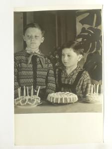 dítě - děti - hoši s dortem
