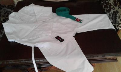 Dětská uniforma pro karate nebo taekwondo