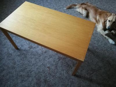 starší dřevěný konferenční stolek buk