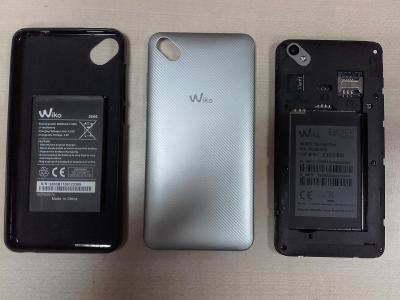 Mobilní telefon Wiko Sunny 2 Plus na díly s vadným displejem, pouzdro