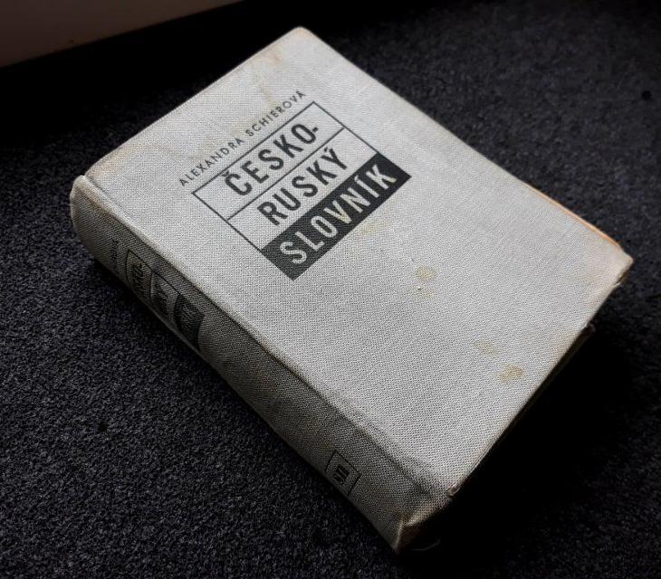 Příruční ČESKO-RUSKÝ slovník - 1951 - Učebnice