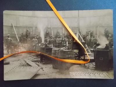 Kladno Železárny Huť Poldi dílna nýtovna řemeslo dělník kovář sud RAR