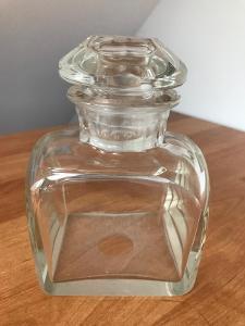 Láhev z čirého skla se zátkou, broušená, rok cca 1850, výška 14 cm