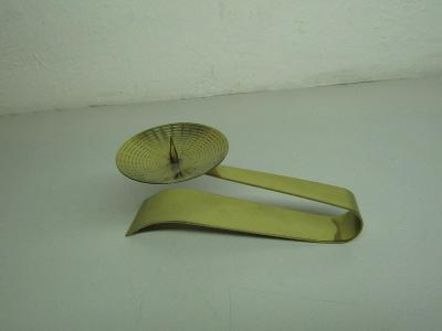 Starý malý kovový designový svícen