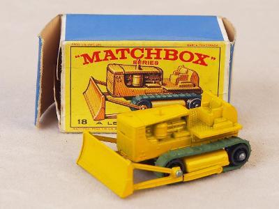 MATCHBOX 18D - CATERPILLAR BULLDOZER - 1964 - PŮVODNÍ KRABIČKA
