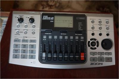 ZOOM MRS-8 SD MultiTrak Recordink Studio