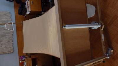2.Elektrická polohovací postel - Burmeier+ servírovací stolek