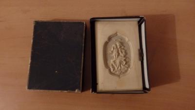 Nádherná kniha, slonová kost s reliéfem a zlacením