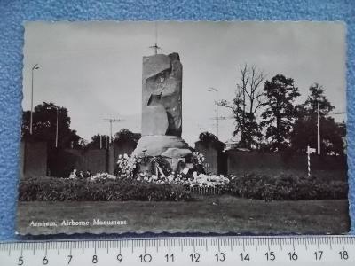 Holandsko Nizozemí Arnhem Válka výsadkáři bitva boj Poláci pomník
