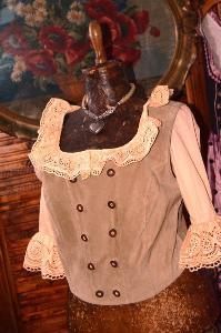 Dobová vesta kožená, živůtek prsa 105 cm