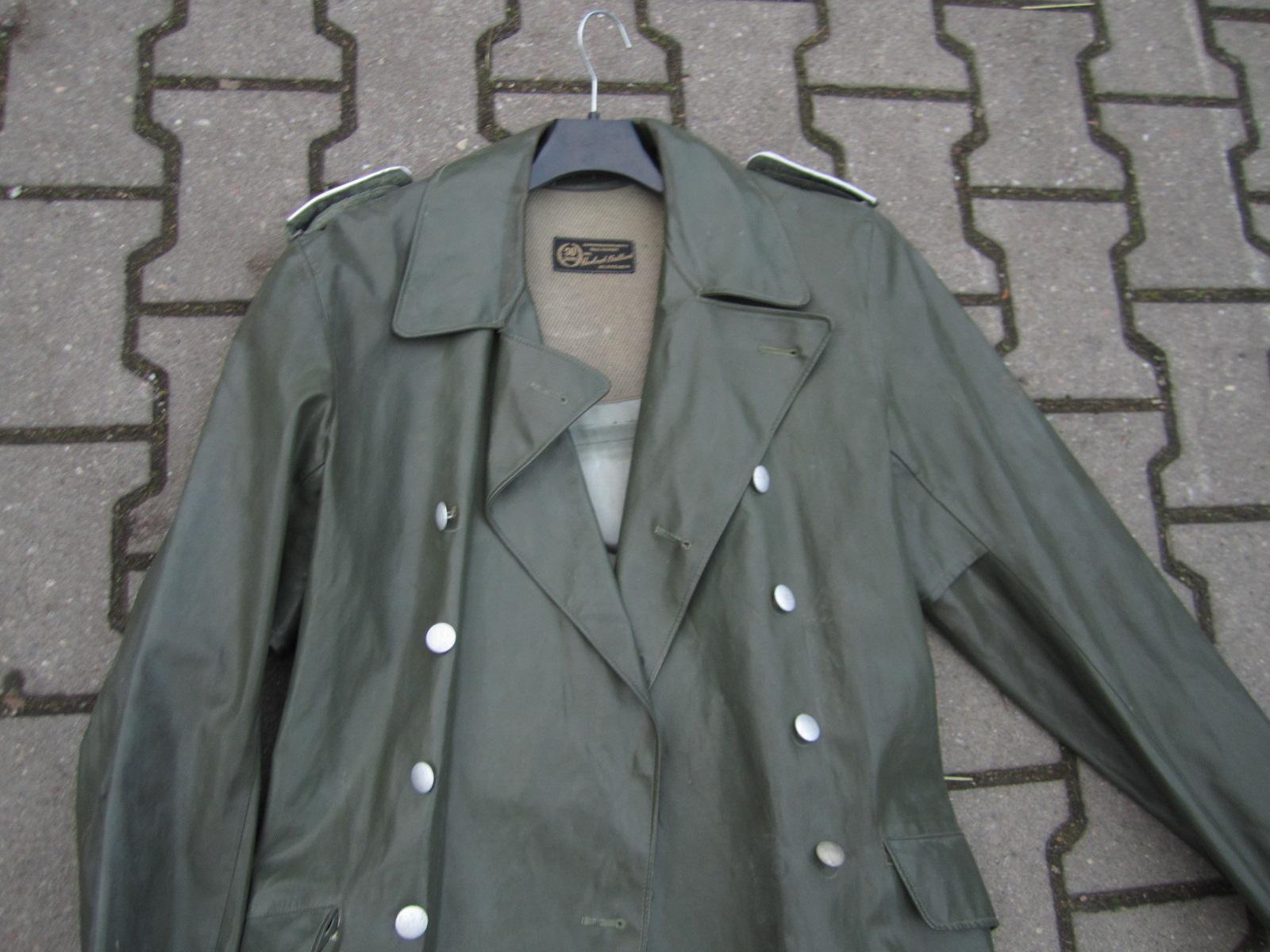 Identification Manteau de pluie WH 64d9b09c-3b72-42d2-9e35-580a7671faae