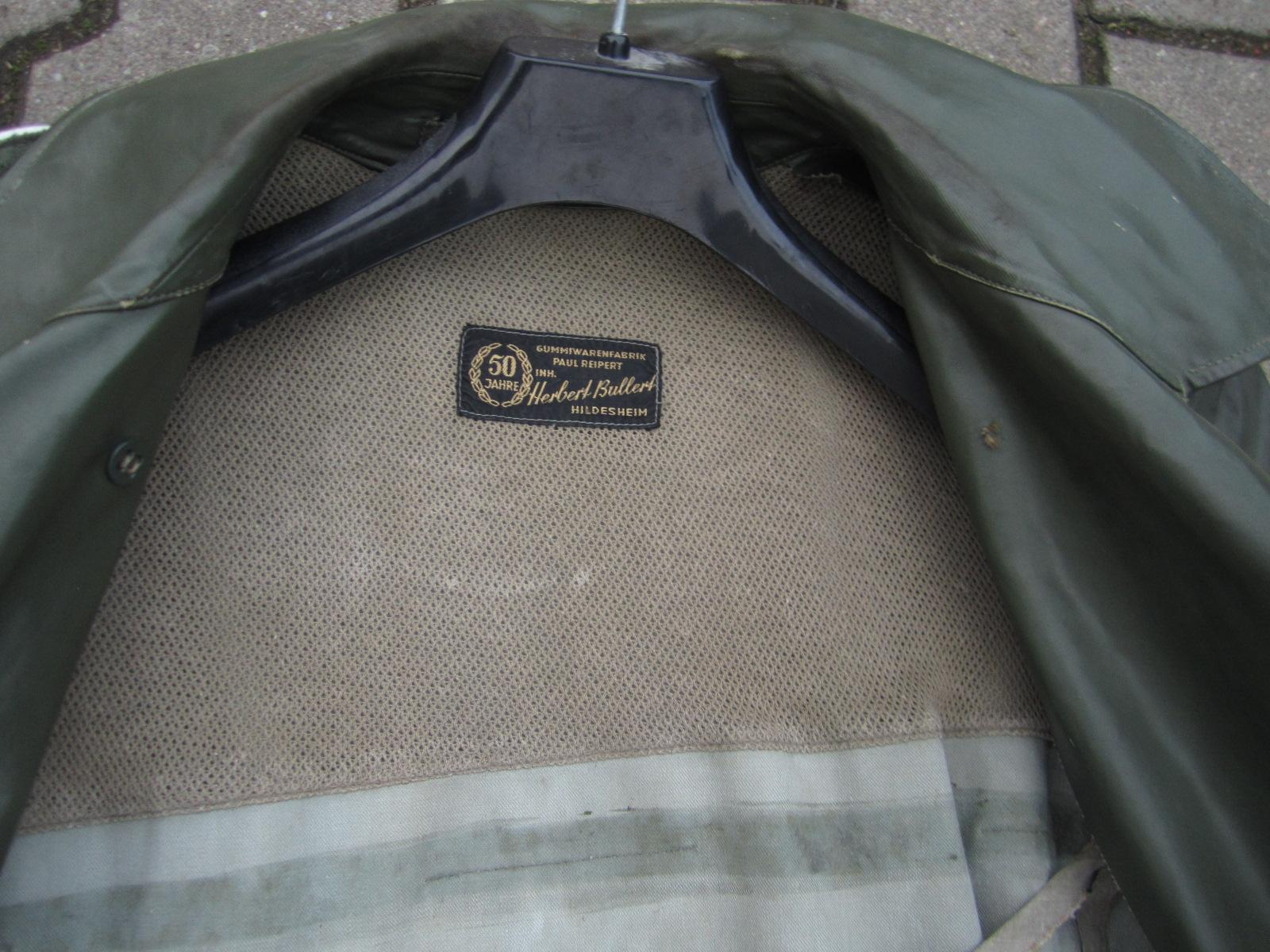 Identification Manteau de pluie WH Effb3ea7-56a3-4733-8797-592f179681e8
