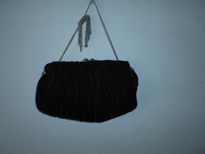 Černá společenská kabelka s řetízkem, 23 x 14 cm, v rámu, PC 700, NOVÁ