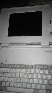 Prehistorický Compaq LTE LITE 4/25C SERIES 2810E poškozený pro sběrate