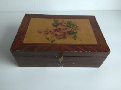 Dřevěná skříňka na klíček