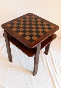 Šachový stolek, Halabala