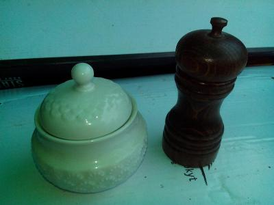 starý porcelán -- Cukřenka /720
