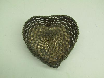 Starožitný kovový košíček ve tvaru srdce / mosaz ?