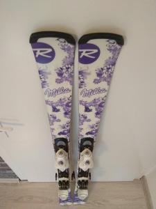 ROSSIGNOL limited edition - dívčí,dámské lyže 146cm. r 12m
