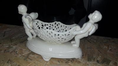 Porcelánoví andílci s miskou