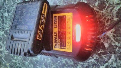 DeWALT nabíječka+baterie