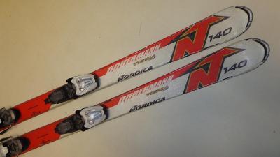 2211  Lyže dětské  Nordica team J DOBERMAN  140 cm