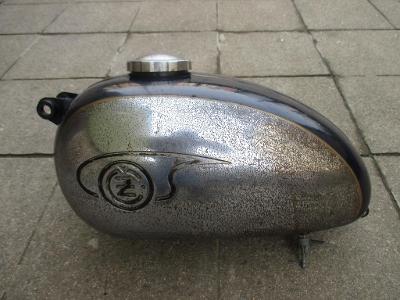 ND motocykl Jawa čz kývačka panelka nádrž víčko nádrže kohout ventil