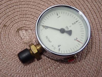 Manometer - Vakuometer - manovakuometer - v krabičce - 1965 - od kačky