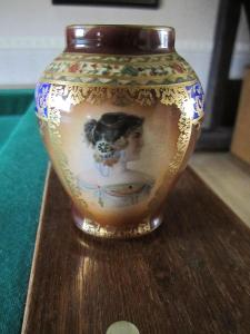 Stará porcelánová váza, vázička