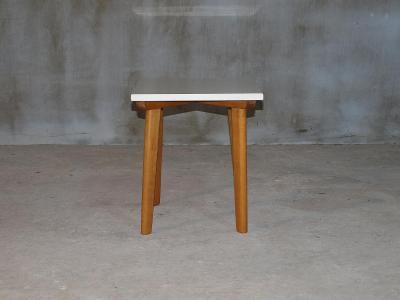 Květinový stolek umakart