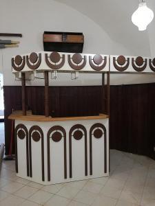 Kavárenský bar s čističkou vzduchu,rozložený