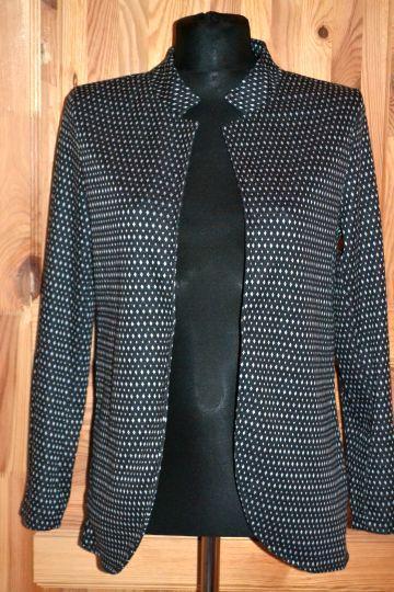 Pěkný lehký černobílý kabátek Calliope, vel. M