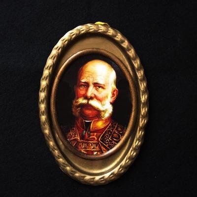 Císař František Josef I. na bronzové Podložce,80x40mm,očko na pověšení