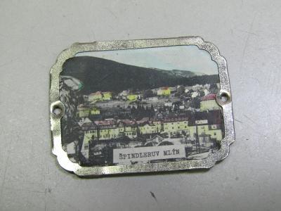 Stará kovová turistická známka s barevným obrázkem Špindlerův Mlýn