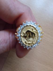 pozlacený prsten vel 8,masivní se znamením býka