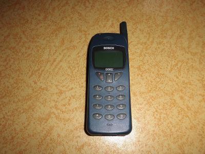 Mobilní telefon Bosch COM 608 z roku 1998
